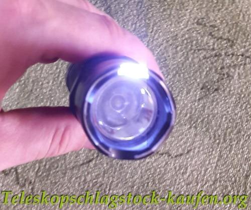 Elektroschocker und Taschenlampe